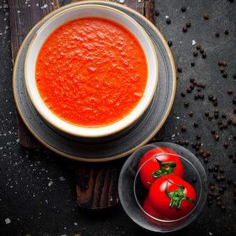 上からトマトプレートトマトスープ