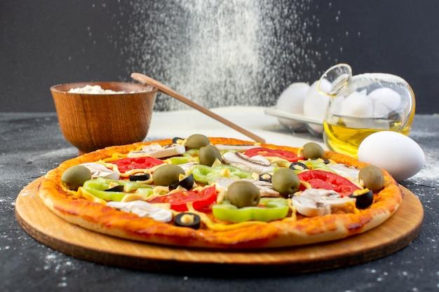 빨간 토마토, 피망, 올리브와 전면 가까이보기 맛있는 버섯 피자