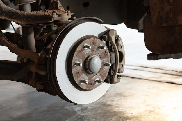 Front disc brakes in removable car for changing tires