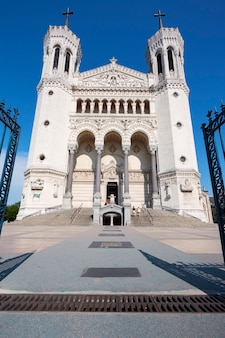 Фронт базилики нотр-дам-де-фурвьер, лион, франция