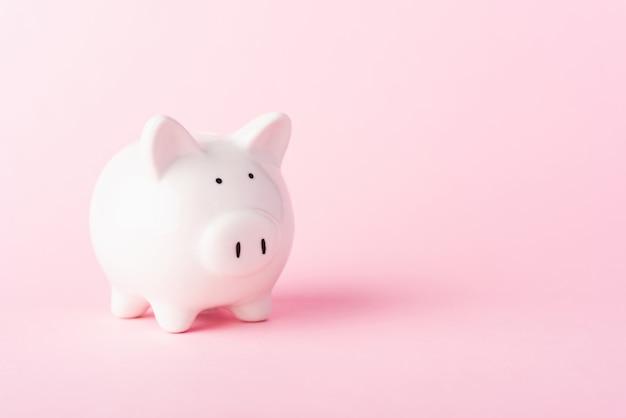 フロントの小さな白い脂肪貯金箱、預金節約のお金の概念