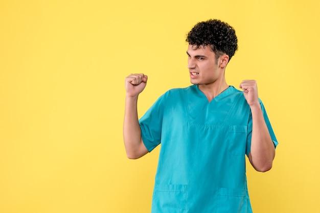 正面図医師医師はコロナウイルスに対するワクチンが発明されると信じています