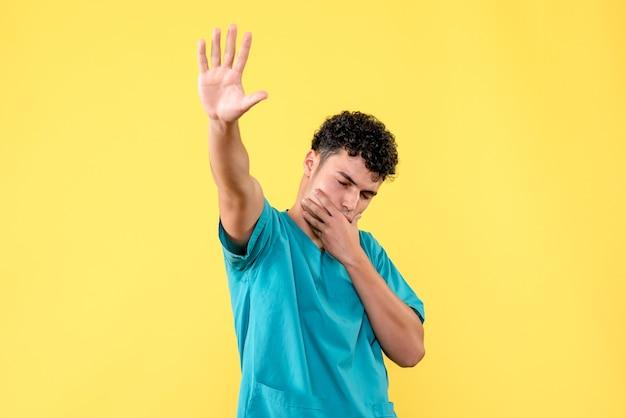正面図医師医師は咳が出たらどうしないかを言います