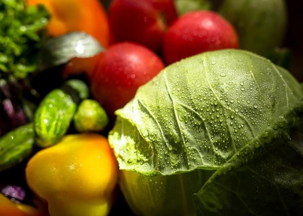 Композиция из вкусных осенних овощей, вид спереди