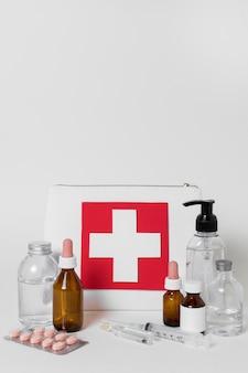 Расположение элементов медицинского натюрморта, вид спереди