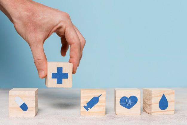 Вид спереди ассортимент медицинских элементов натюрморта
