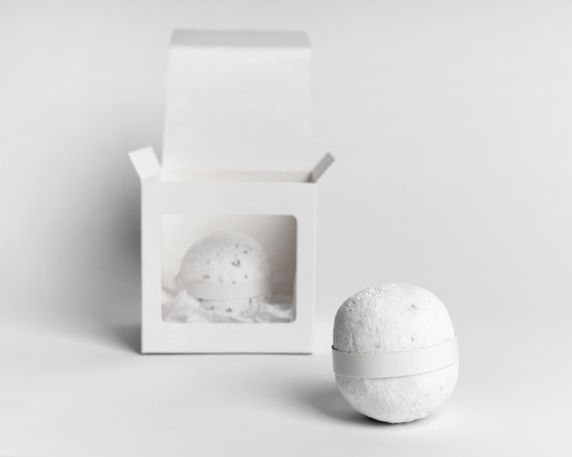 Ассортимент белых бомб для ванн, вид спереди