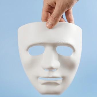 Assortimento vista frontale con mascherina bianca