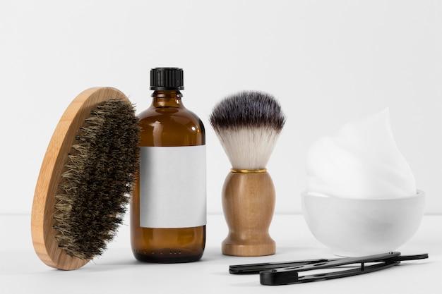Инструменты парикмахерской и пена вид спереди