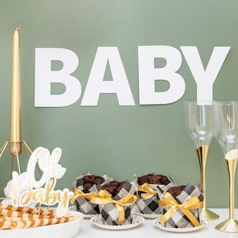 Vista frontale del bellissimo concetto di baby shower