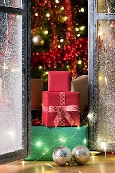 Vista frontale di bellissimi regali di natale