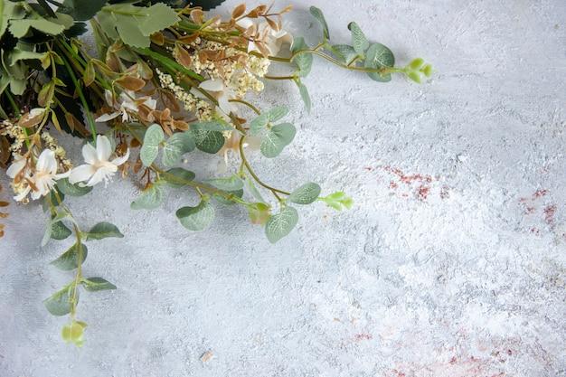 正面図白い表面に美しい白い花