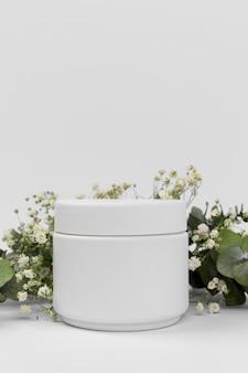 Vista frontale del prodotto crema di bellezza con copia spazio