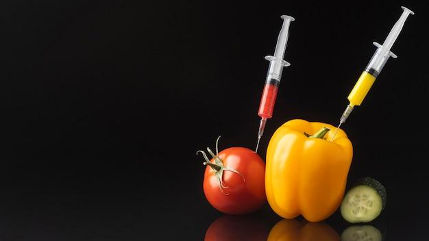 正面図ピーマンとトマト