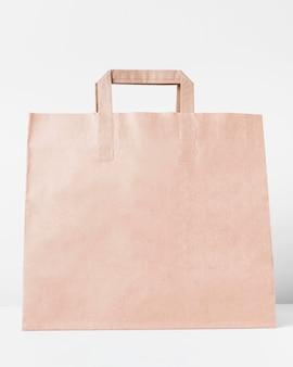 ショッピング用の正面図の大きな紙製のキャリーバッグ