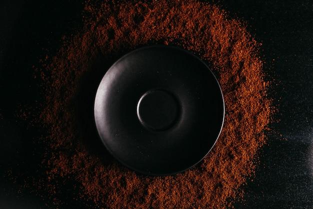 粉末チョコ背景に正面黒プレート