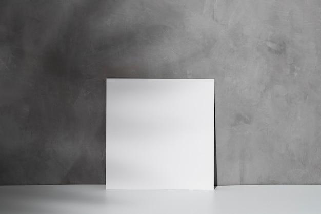 Vista frontale di carta bianca con copia spazio