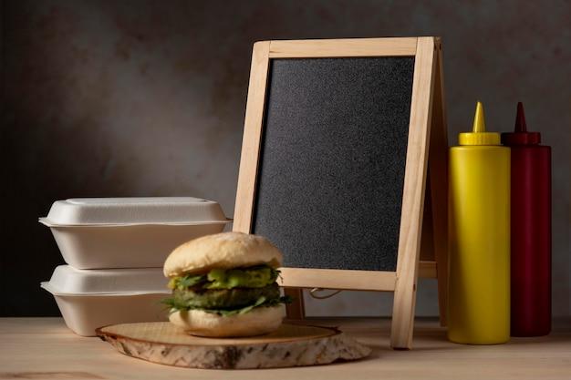 ワカモレとソースの正面ハンバーガー