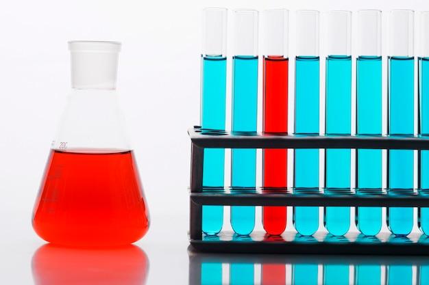 실험실에서 전면보기 화학 성분