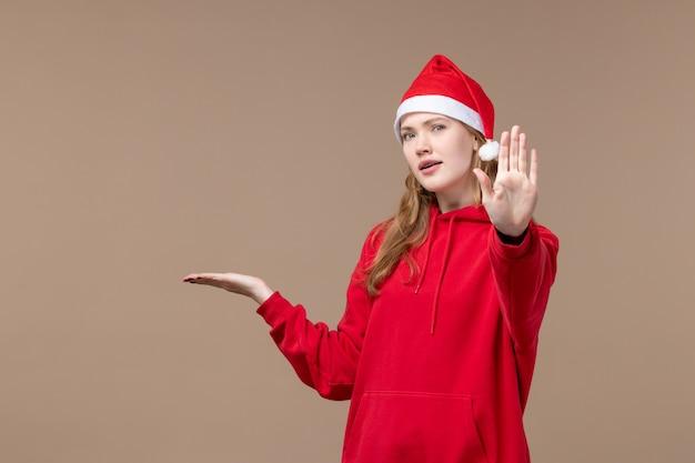 갈색 책상 휴일 새 해 크리스마스에 빨간 케이프와 전면보기 크리스마스 소녀