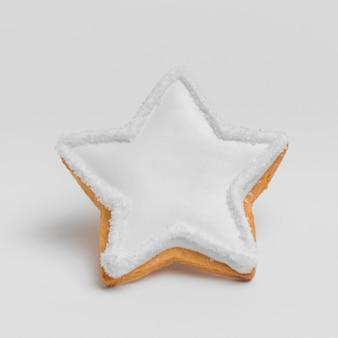 Vista frontale del biscotto della stella di natale