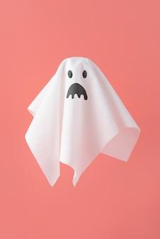 Composizione vista frontale di elementi creativi di halloween