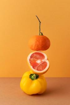 Composizione vista frontale di cibo vegetariano sano