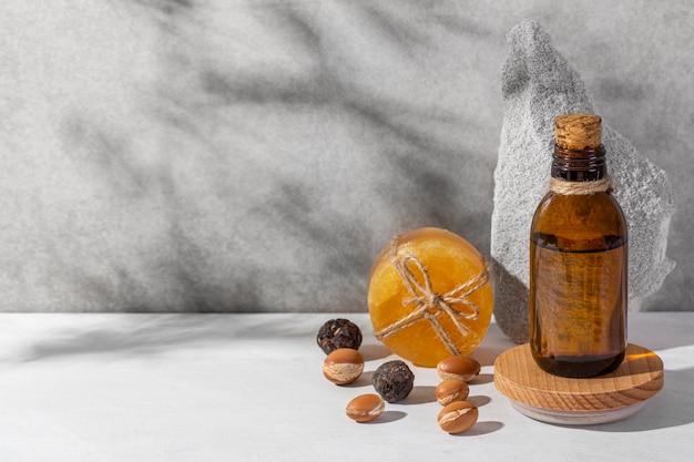 Composizione vista frontale del prodotto naturale di argan