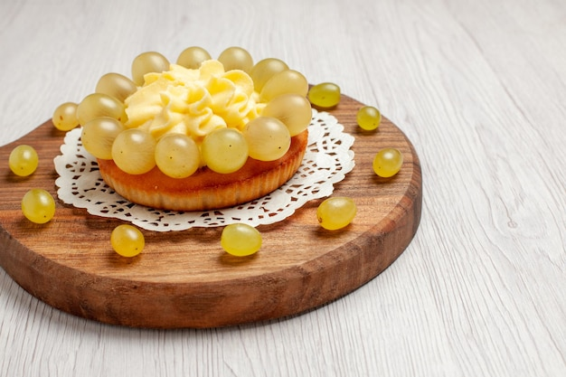 Front view cream cake with fresh grapes on white background pie fruit cake biscuit cookie tea