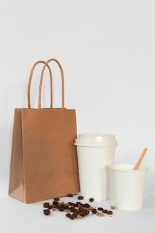 コーヒー要素の正面図の創造的な品揃え
