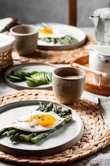 正面図おいしい朝食の食事の品揃え