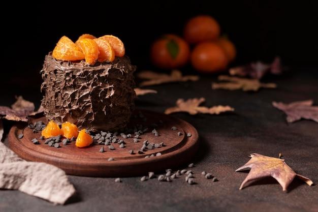 Vista frontale del delizioso concetto di torta al cioccolato