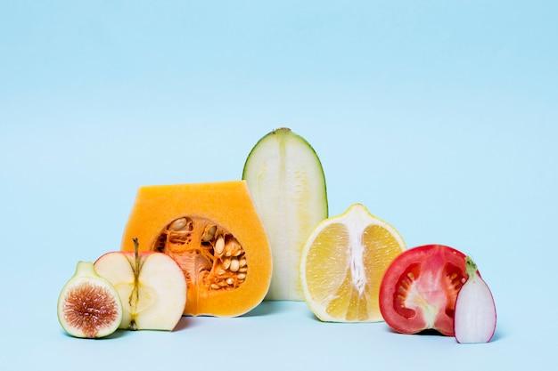 正面のおいしい果物と野菜