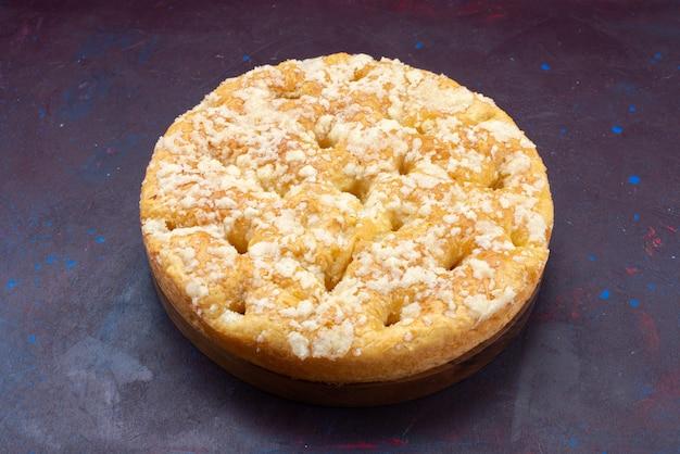 Вид спереди вкусный сладкий пирог, запеченный на темном фоне, пирог, торт, сладкое печенье