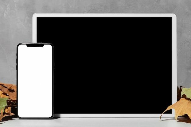 Vista frontale dei dispositivi con copia spazio