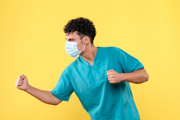 正面図の医者マスクの医者がコロナウイルスのパンデミックについて話している