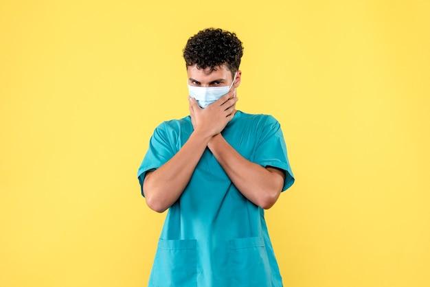 Medico di vista frontale il medico sta pensando a persone senza maschere