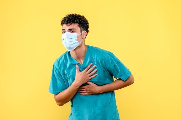 Medico di vista frontale il dottore in maschera si sente male