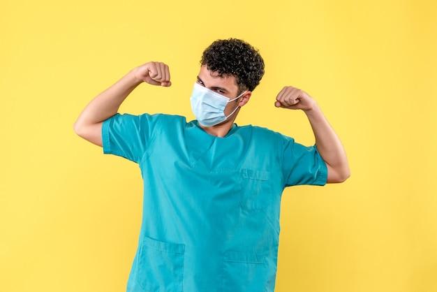 Visione frontale dottore il dottore in maschera sa che andrà tutto bene