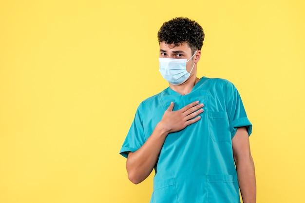 Visione frontale del dottore il dottore in maschera promette che farà del suo meglio per curare i pazienti