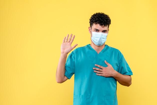 Visione frontale medico il dottore promette che curerà chiunque chieda aiuto