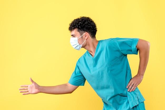 正面図の医者医者はパンデミックの間に人に挨拶しない方法を示します