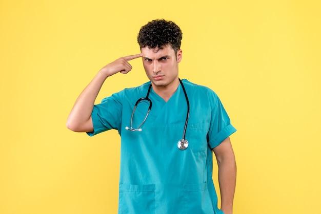 Phonendoscope를 가진 의사가 검역에 대해 생각하고있는 전면보기 의사