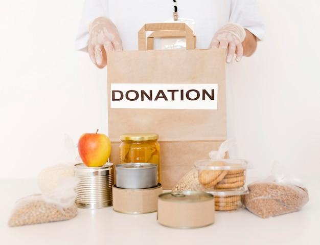 Vista frontale della borsa di donazione con disposizioni