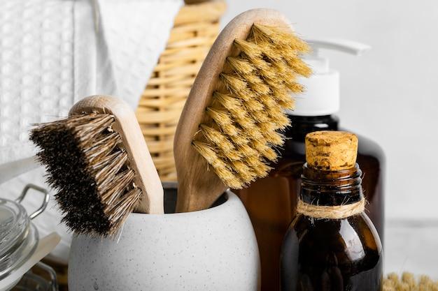 Vista frontale delle spazzole per la pulizia ecologiche