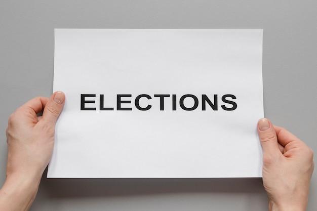 Vista frontale del concetto di elezioni con le mani