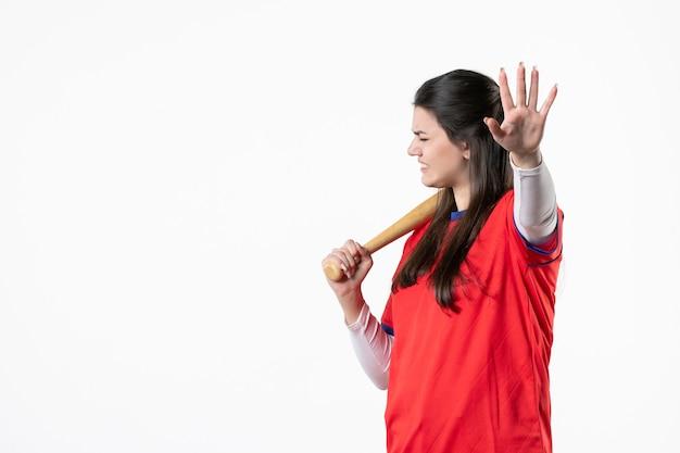 박쥐와 공 전면보기 여성 야구 선수