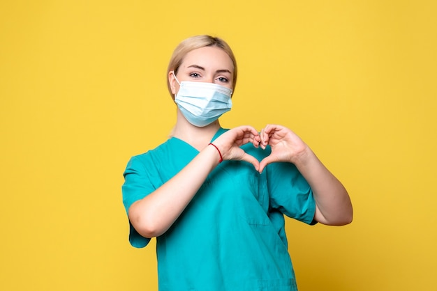 医療シャツと滅菌マスクの正面図の女性医師、病院の看護師の健康covidパンデミックメディック