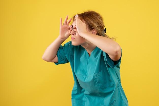 의료 셔츠에 전면보기 여성 의사, 병원 의료진 간호사 covid-19 건강 색상