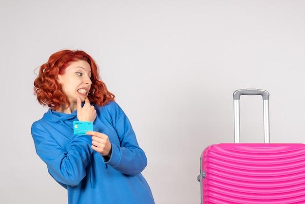 Turista femminile di vista frontale